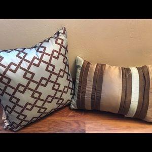 2 Matching Pillows